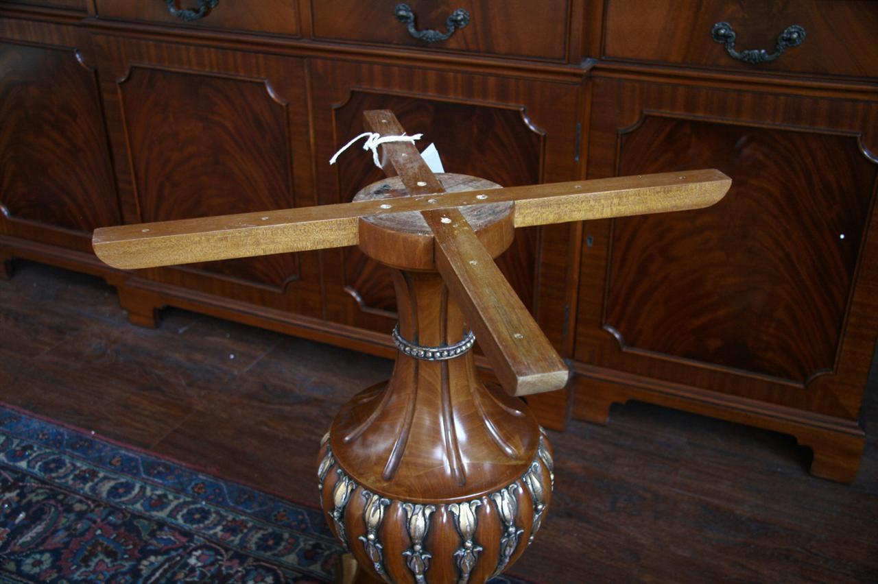40 round gold leaf accented pedestal dining table antique for Round pedestal dining room table with leaf