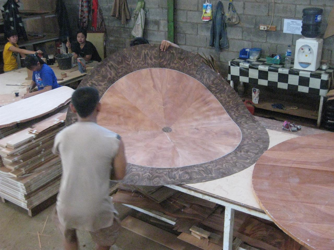 Mahogany Furniture In Our Indonesdian Factory 72 Round Dining Table