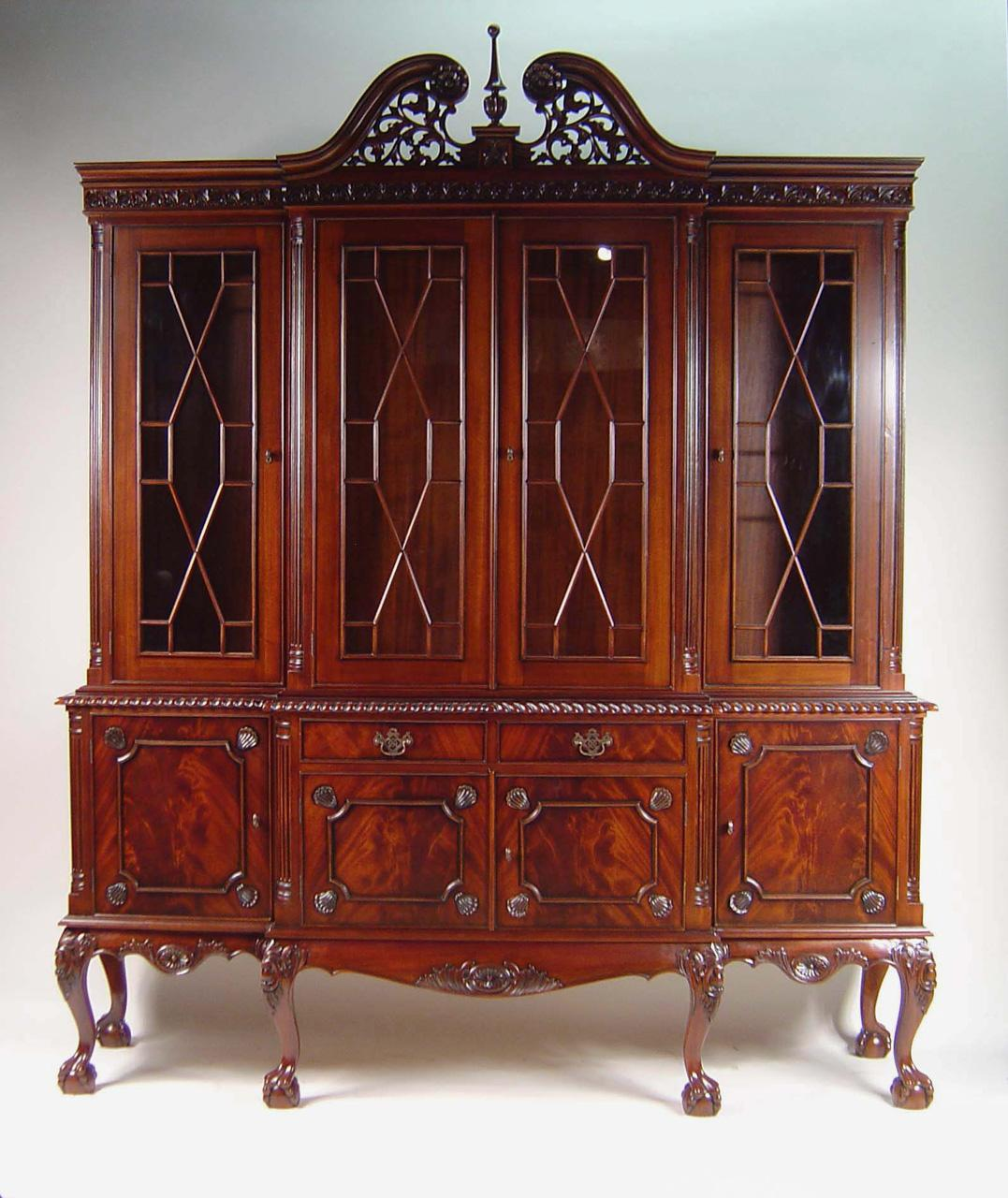 ball claw four door mahogany dining room china cabinet ebay. Black Bedroom Furniture Sets. Home Design Ideas