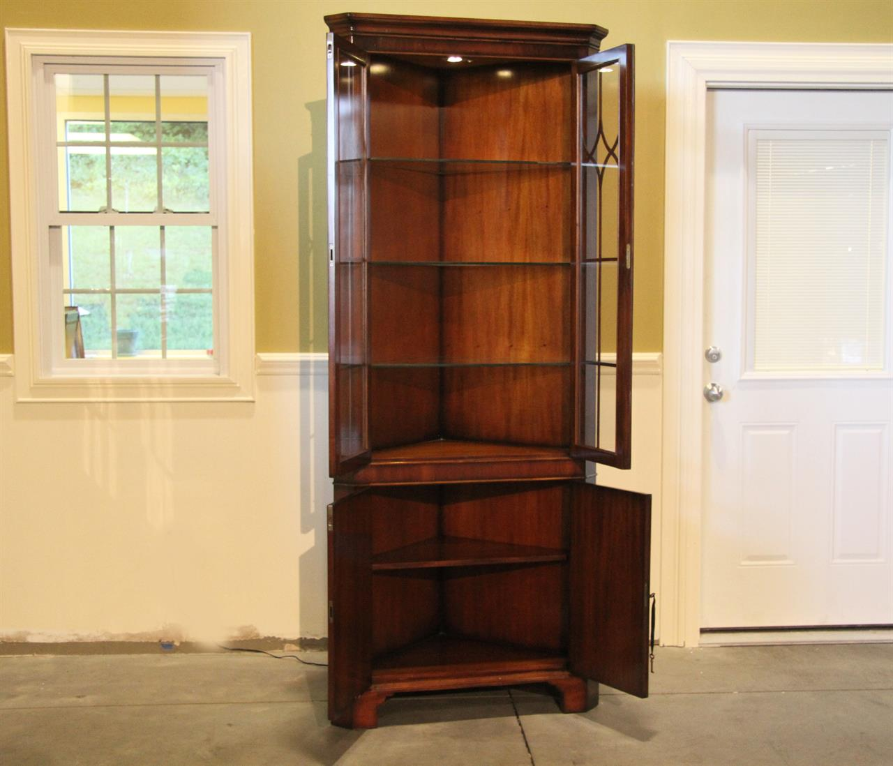 Delicieux Mahogany Corner China Cabinet With Glass Shelves