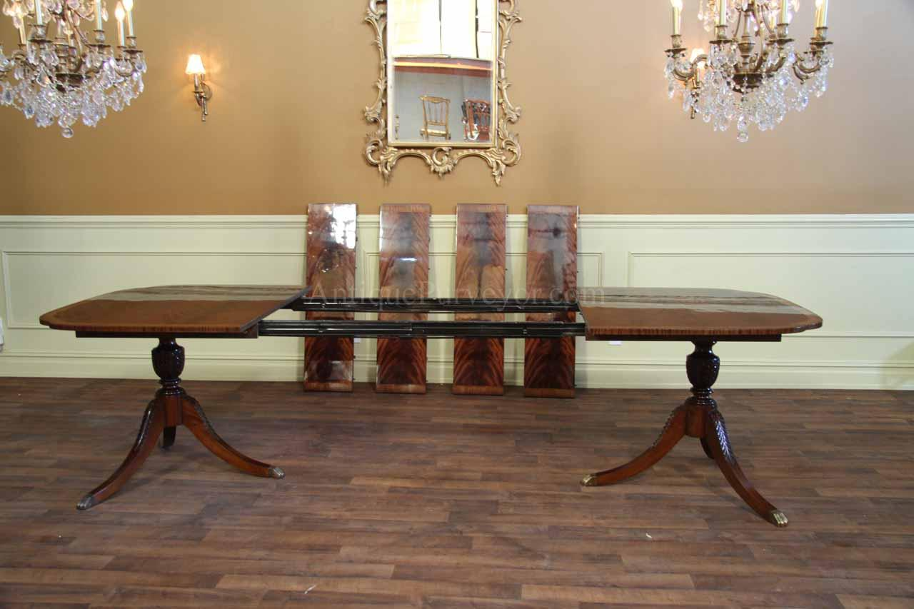 Duncan Phyfe Dining Table With 4 Extensions