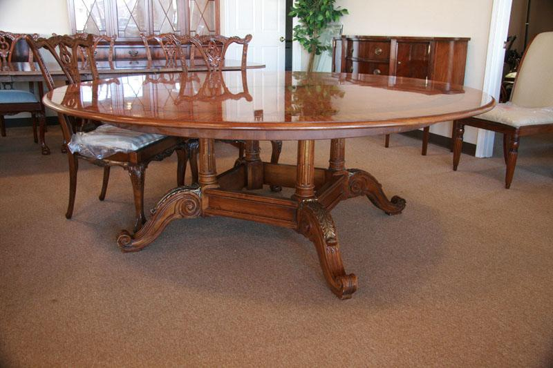 Henredon Round Dining Table In The Neoclassical Style With Gilded