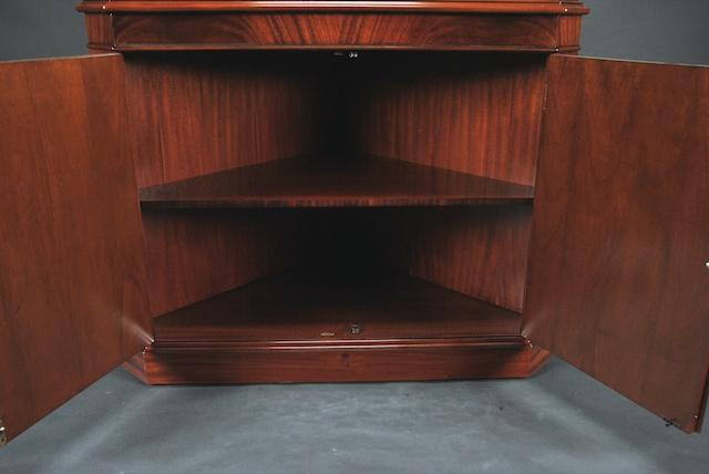 Beautiful High-End Mahogany Corner China Cabinet 640 x 428 · 23 kB · jpeg