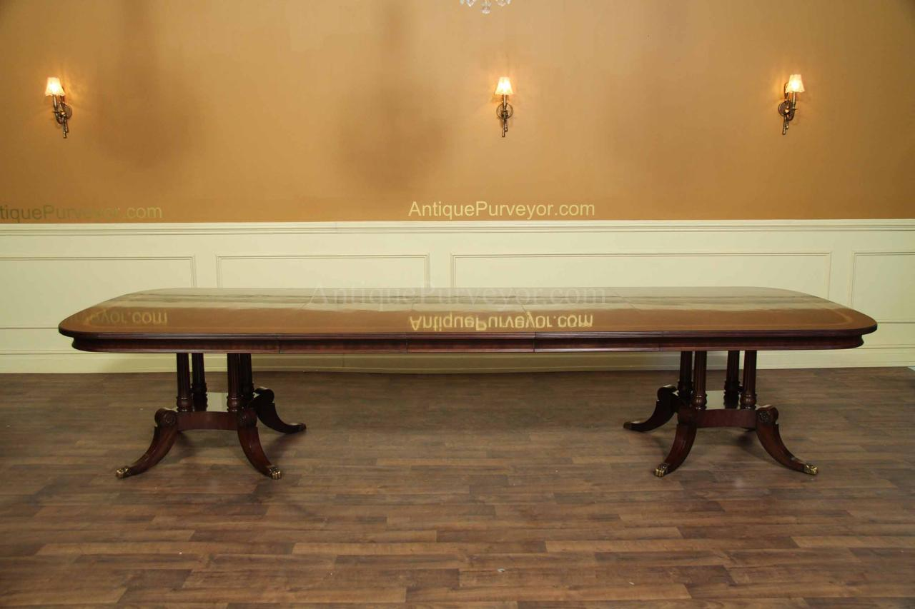 Henredon Oxford Classic or Natchez Dining Table Model 9400-20-319