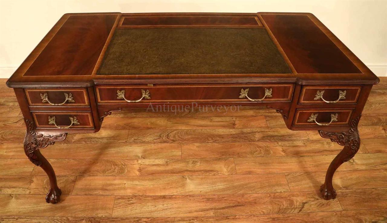 Chippendale style leather top desk with claw feet. - Fine Chippendale Writing Desk With Leather Inset Top
