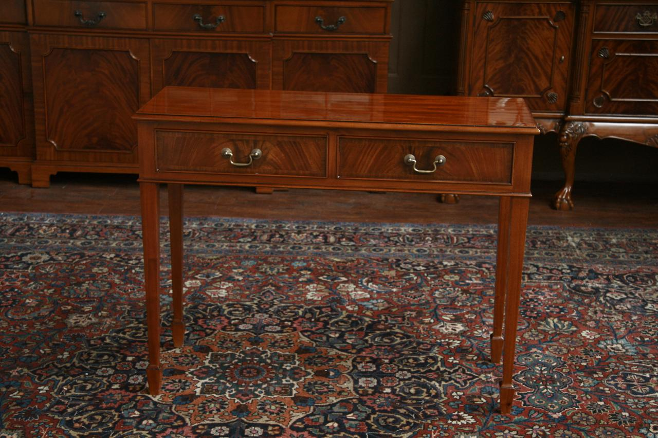 Elegant Mahogany Accent Table