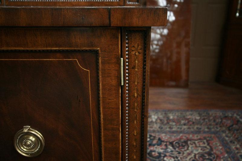 Quality Dining Room Sideboard With Flame Mahogany And