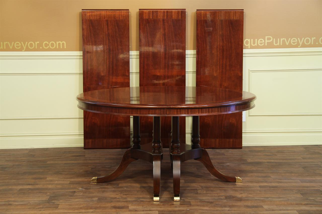 Round to oval mahogany dining table with leaves sits 12 for Round dining room table with leaf