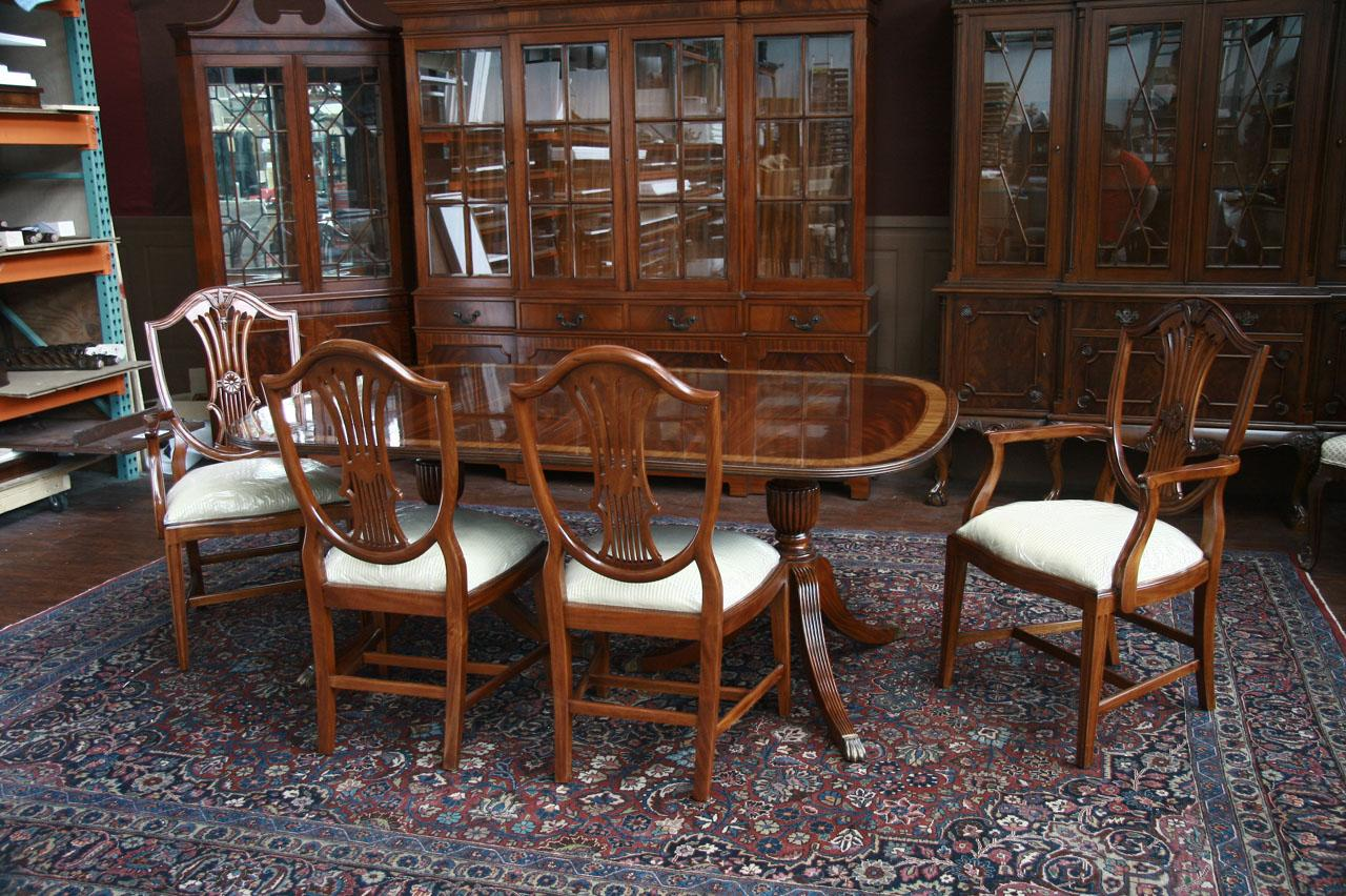 Mahogany dining chairs shield back dining chairs ebay for Mahogany dining room