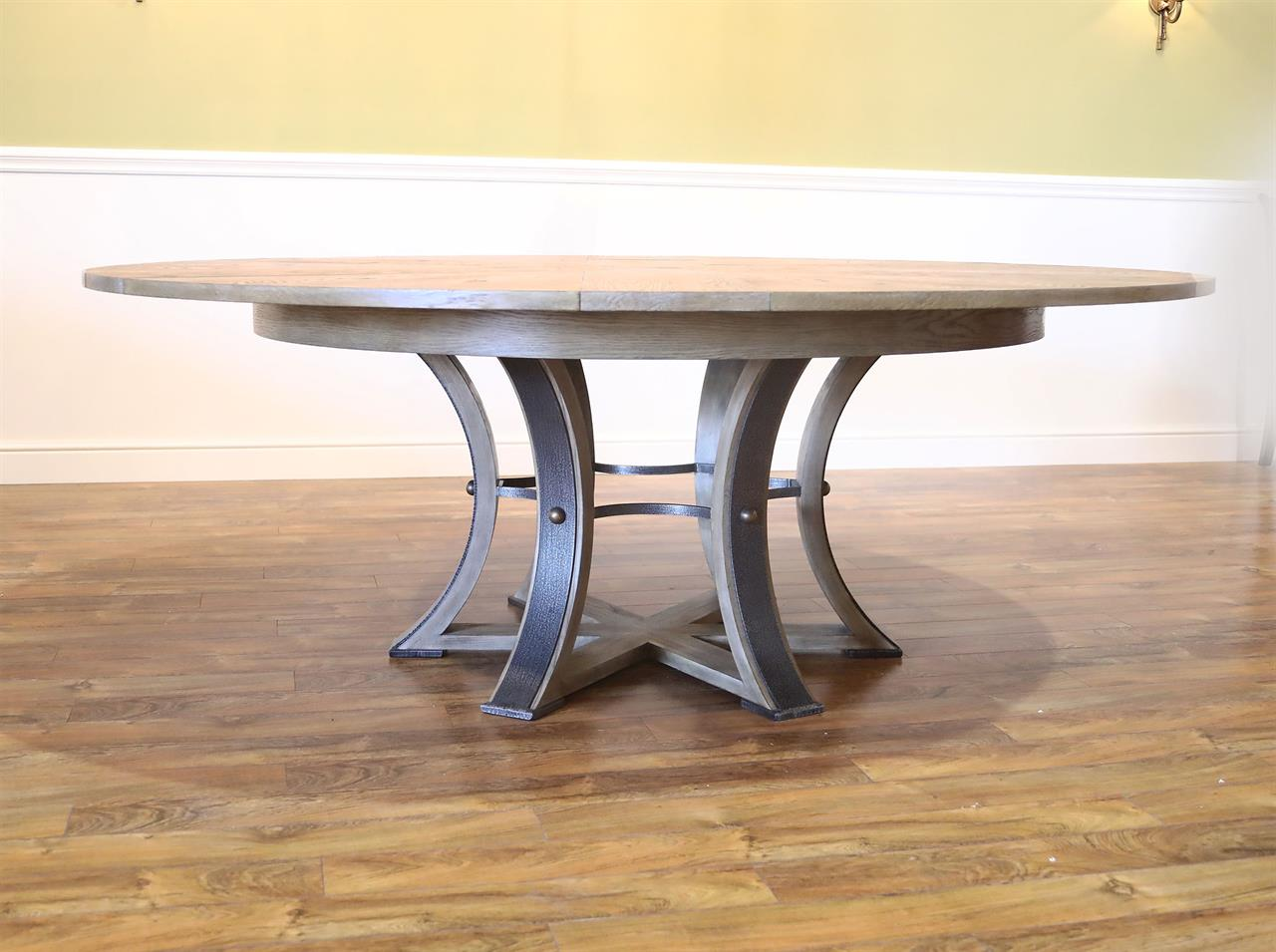 Transitional Jupe Table for 8 to 12 People, Saber legs, Hammered Pede